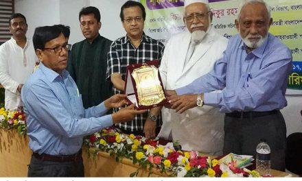 হোসেন শহীদ সোহরাওয়ার্দী স্মৃতি পদক পেলেন তালা মহিলা কলেজ'র অধ্যক্ষ